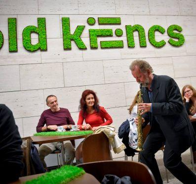 Megnyílt a Zöld kilincs művészeti kávézó