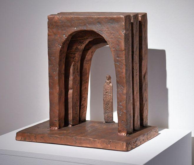 Schaár Erzsébet: Kapuk, é. n., bronz, 43 x 41,5 x 28 cm