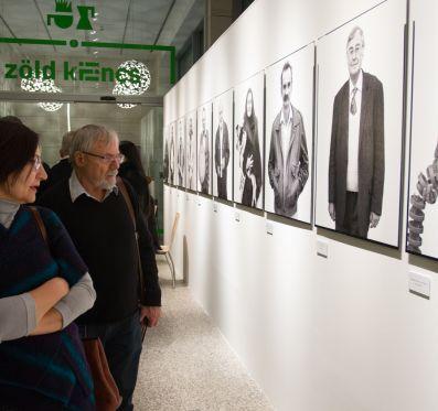 Finisszázs a Debreceni arcok című kiállításon
