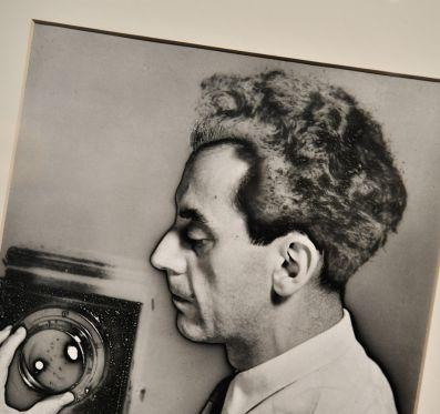 Man Ray fotográfiái kiállításmegnyitó