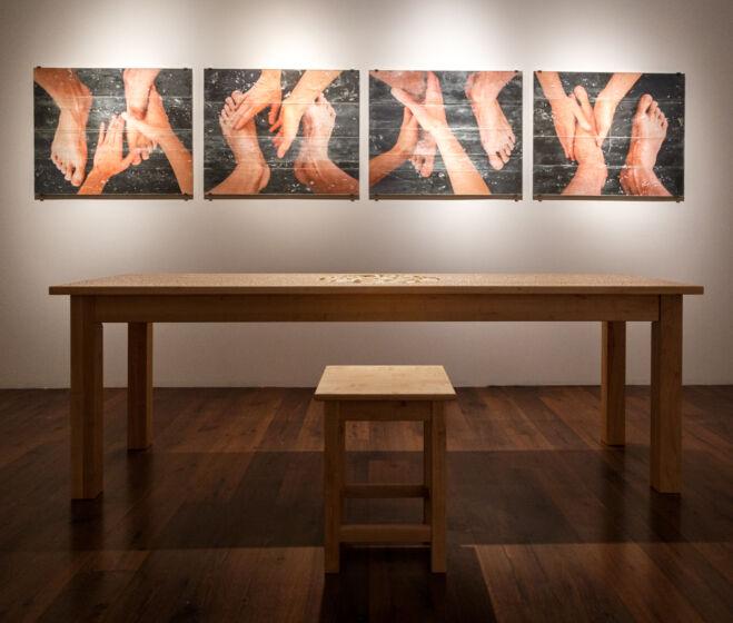 Lovas Ilona: Lábmosás I – IV., 2020 és Az utolsó vacsora asztala (Búcsúbeszéd), 2020
