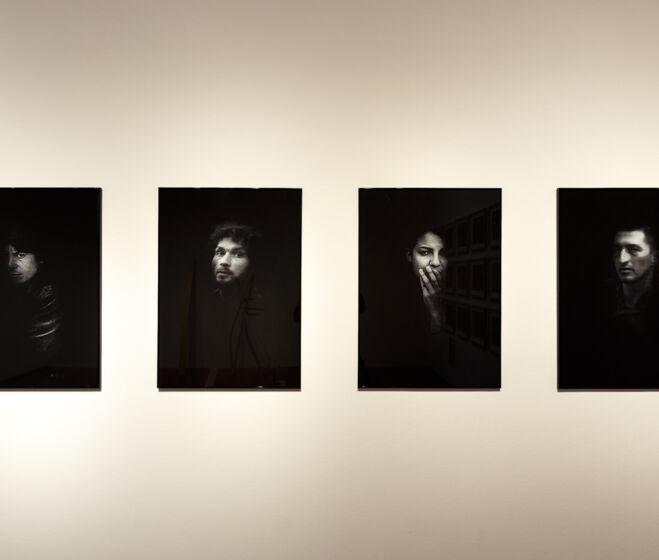 Csontó Lajos: Tanítványok, 2020 installáció, 12 fotó (részlet)